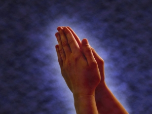 praying-hands-1179301-640x480